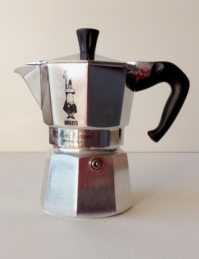 Cafeti re moka express bialetti 6 tasses gusto d 39 italia - Comment fonctionne cafetiere italienne ...